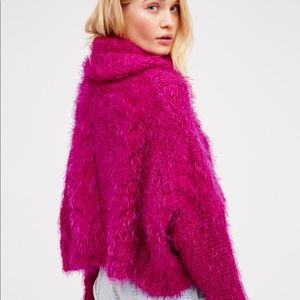 FREE PEOPLE sexy cropped oversized fuscia cowl